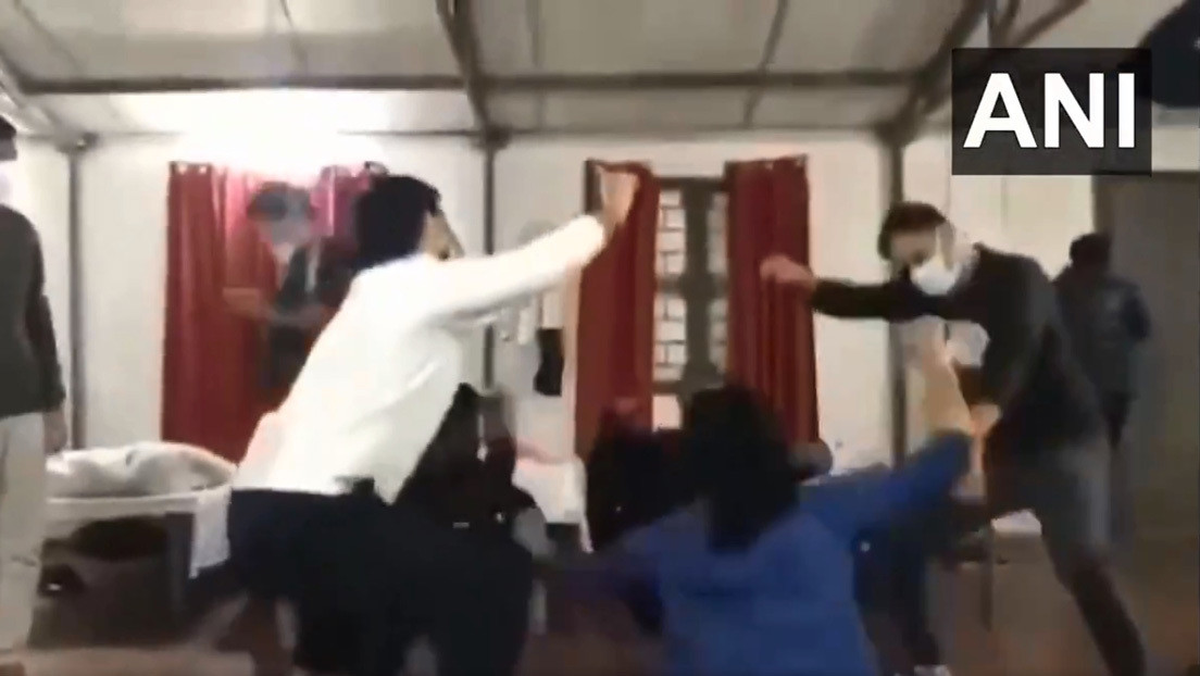 VIDEO: Estudiantes indios en cuarentena bailan en el recinto en el que permanecen tras ser evacuados de Wuhan por el coronavirus