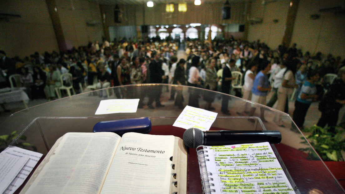 VIDEO: Hombres armados irrumpen en una iglesia evangélica de Brasil y roban en plena misa