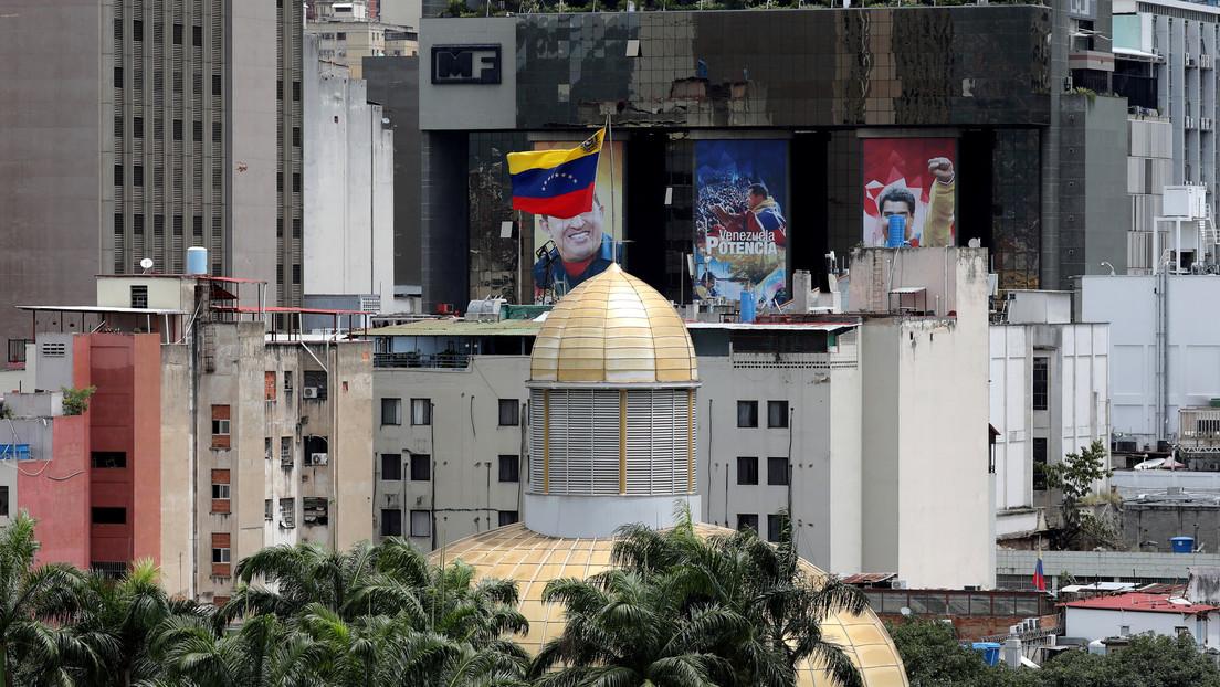 """Parlamento venezolano conforma """"comisión especial"""" para salir del desacato"""