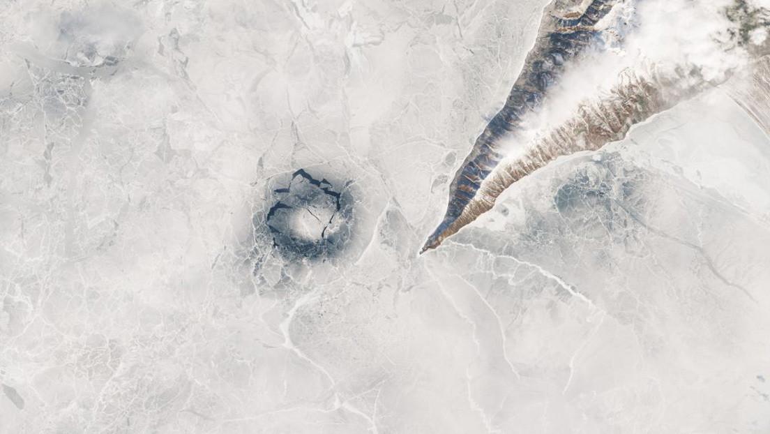 Resuelven el misterio de los enormes anillos que se forman en el hielo del lago más profundo del mundo