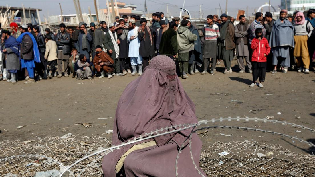 Publican el video de una muchedumbre que lapida a una mujer en Afganistán