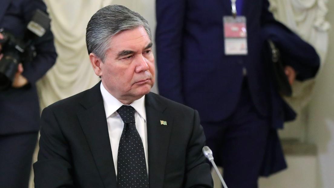 Prohíben a los funcionarios mayores de 40 años teñirse el pelo de negro en Turkmenistán