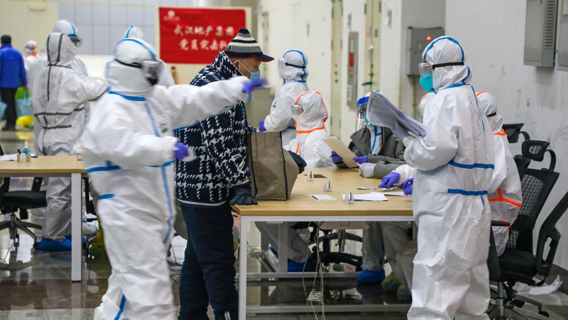 Desmienten la muerte por coronavirus del primer doctor chino que advirtió sobre el brote