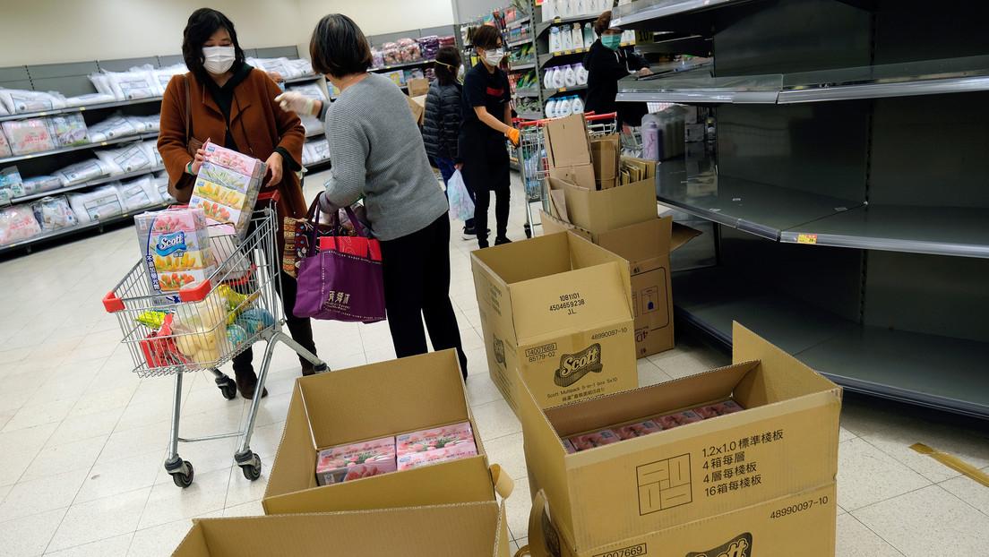 Fideos, arroz y papel higiénico se agotan en los supermercados de Hong Kong en medio de la epidemia del coronavirus