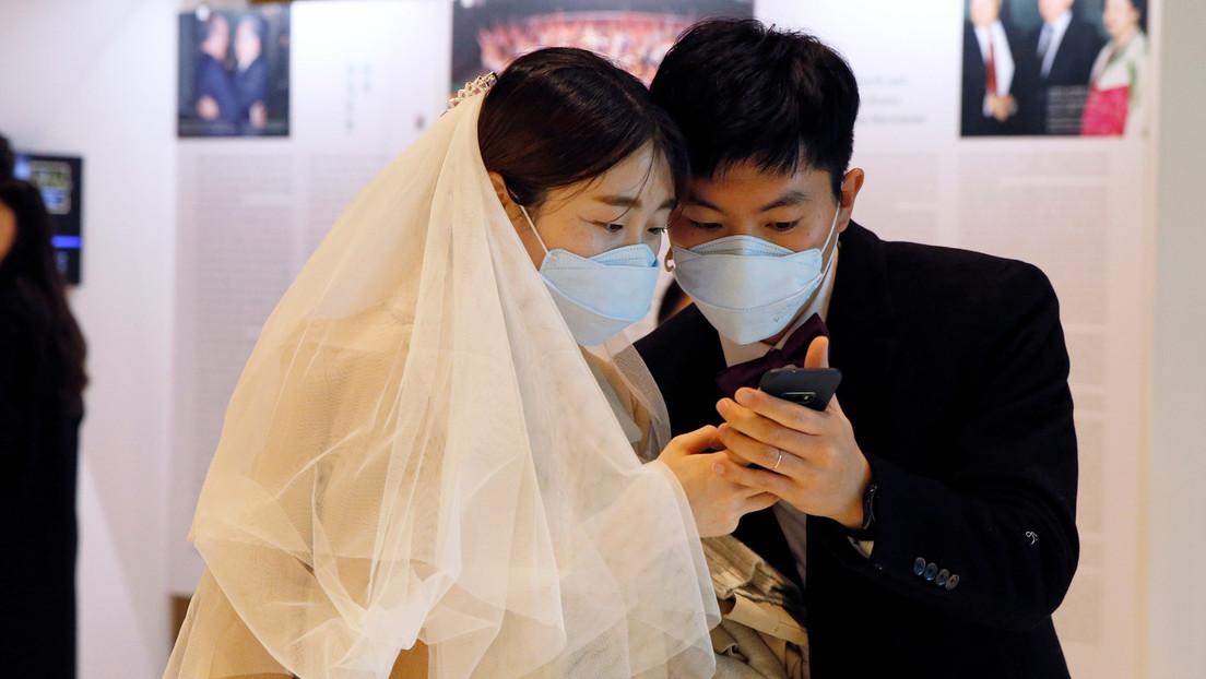 Las mascarillas, un complemento de moda entre los blogueros en medio del brote del mortal coronavirus (FOTOS)
