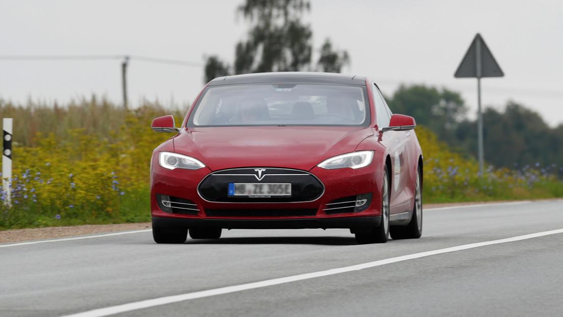 Tesla desactiva a distancia el piloto automático de un Model S sin avisar al propietario