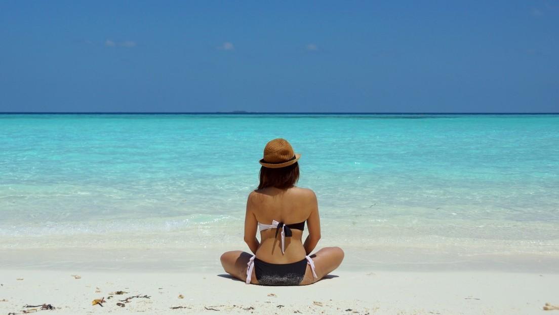 """""""¡Me están atacando sexualmente!"""": arrestan a una turista en las Maldivas por usar bikini"""