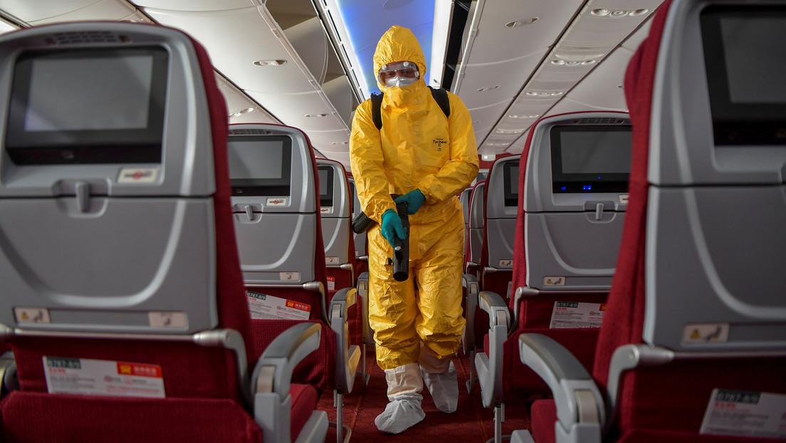 Las autoridades sanitarias chinas advierten contra el uso excesivo de trajes protectores en medio de la epidemia de coronavirus