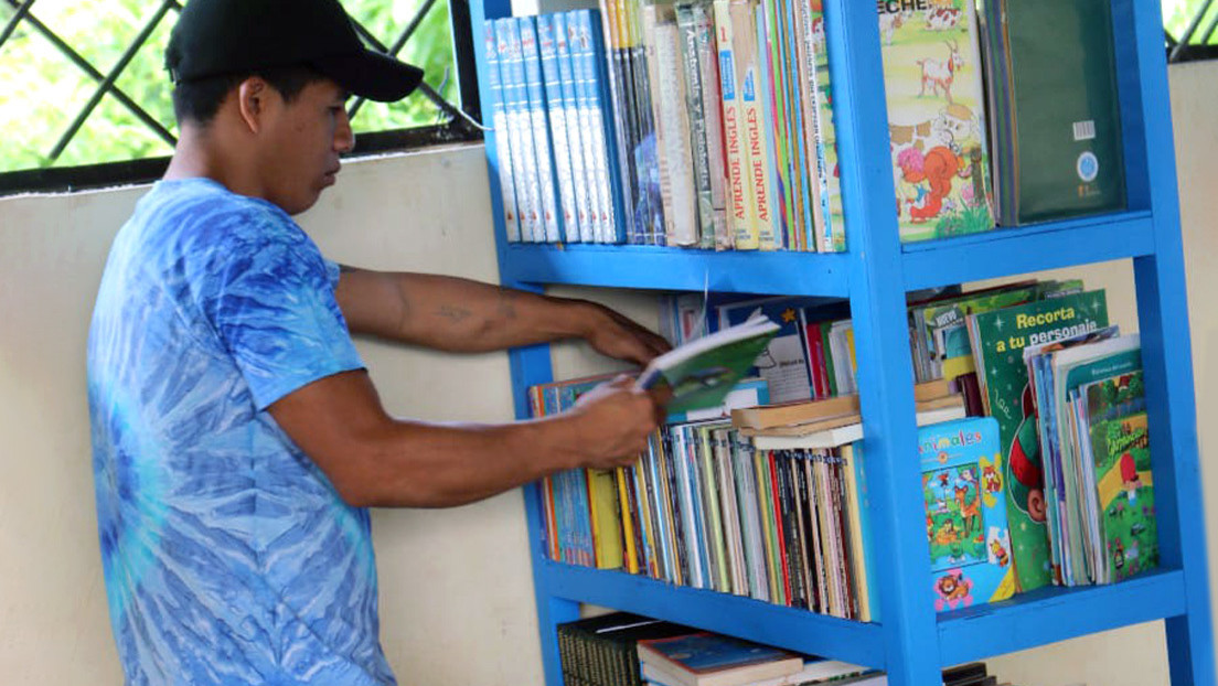 Biblioselvas, la iniciativa familiar que ha instalado bibliotecas en escuelas rurales de la Amazonía