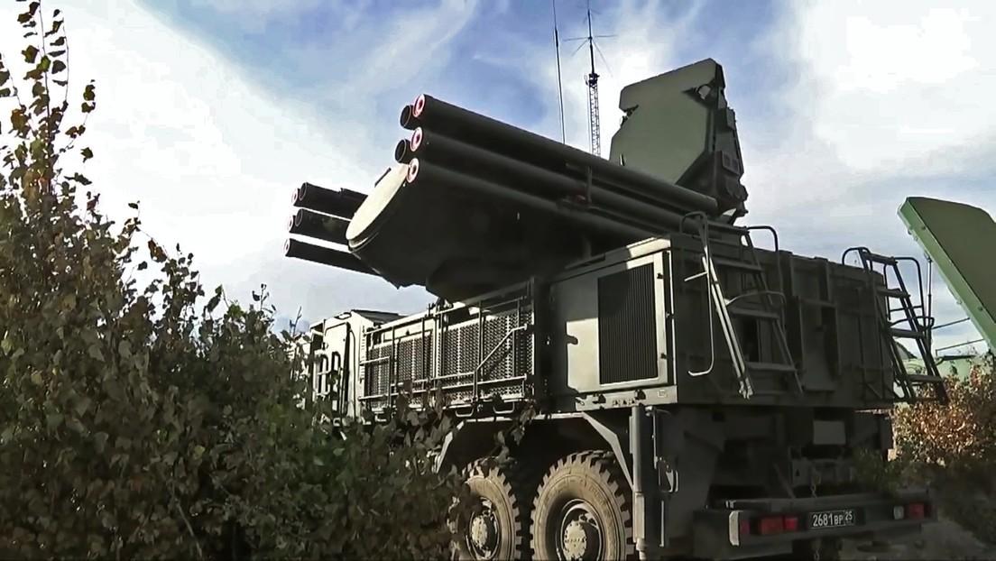 Sistemas antiaéreos rusos repelen dos ataques con drones contra la base aérea de Jmeimim en Siria