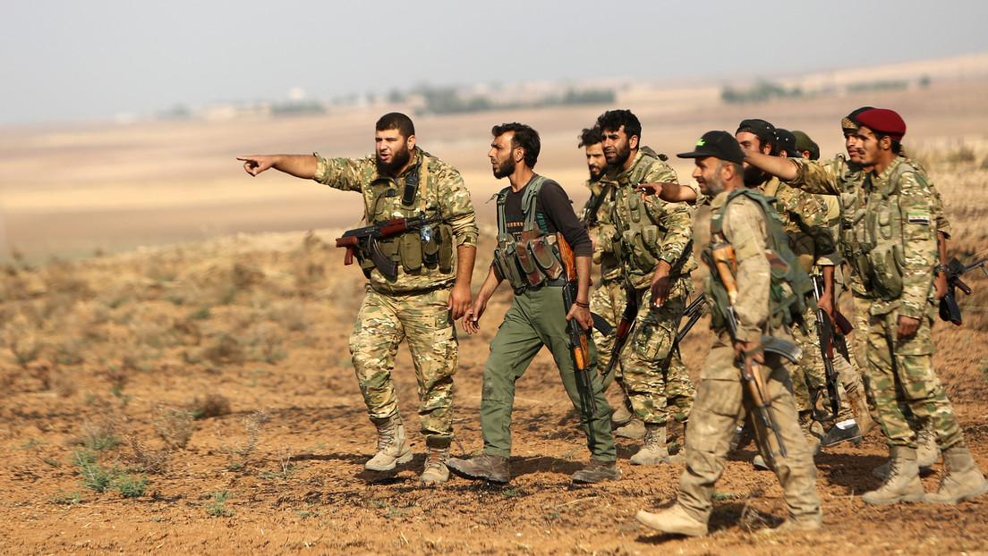 Rebeldes sirios respaldados por Turquía derriban un helicóptero del Gobierno sirio