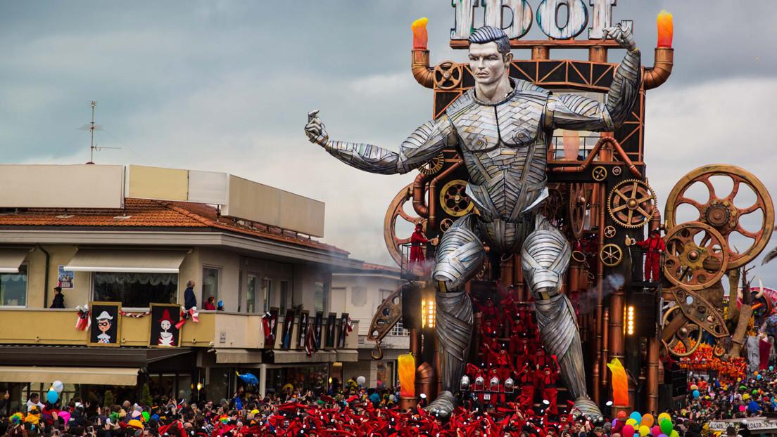 VIDEO: Un robot gigante de Cristiano Ronaldo se convierte en la estrella de un carnaval italiano