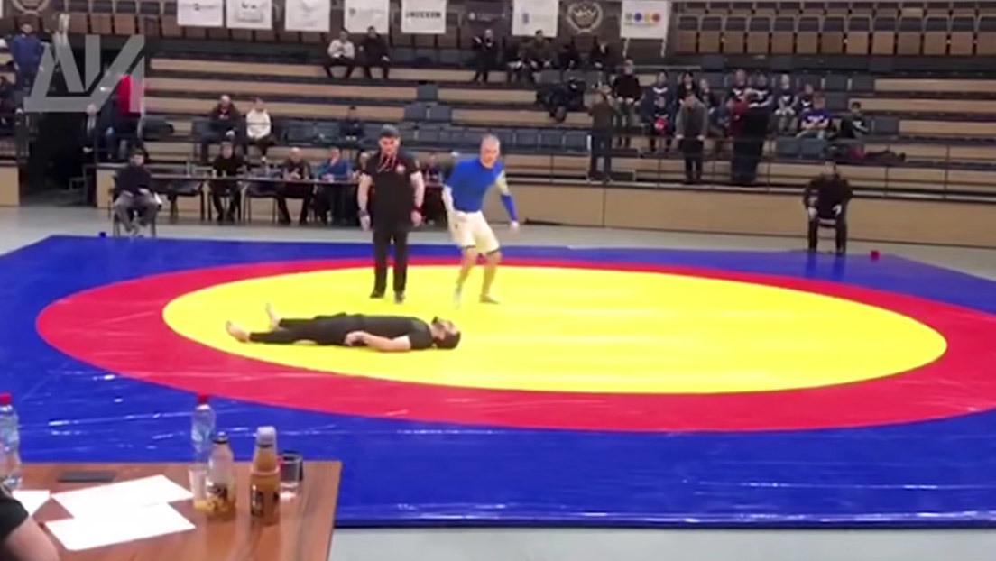 Un luchador falla una maniobra y se quiebra el cuello en pleno torneo