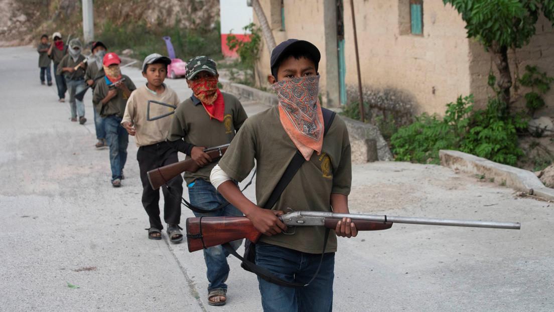 Policía comunitaria y gobierno pactan el desarme de niños reclutados en el estado mexicano de Guerrero thumbnail