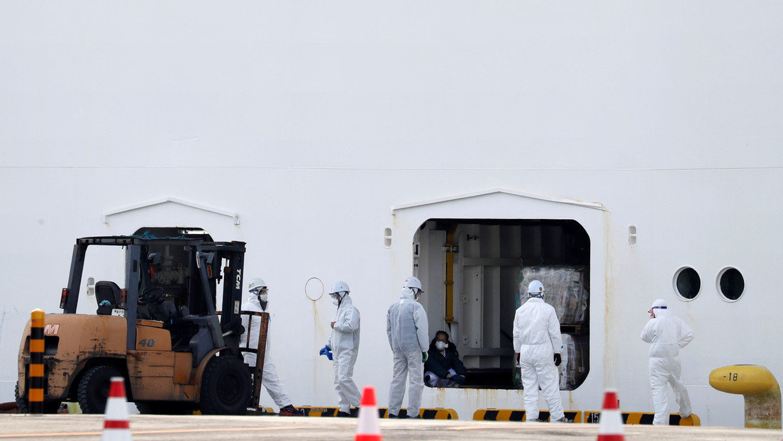 Confirman 40 nuevos casos del coronavirus en el crucero en Japón, incluido un oficial de cuarentena