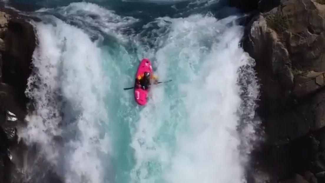 VIDEO: Un kayakista desafía la muerte en su épico descenso por una gran cascada en Chile