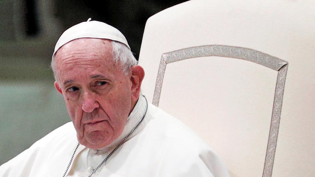 Papa Francisco cierra la posibilidad de ordenación de los hombres casados