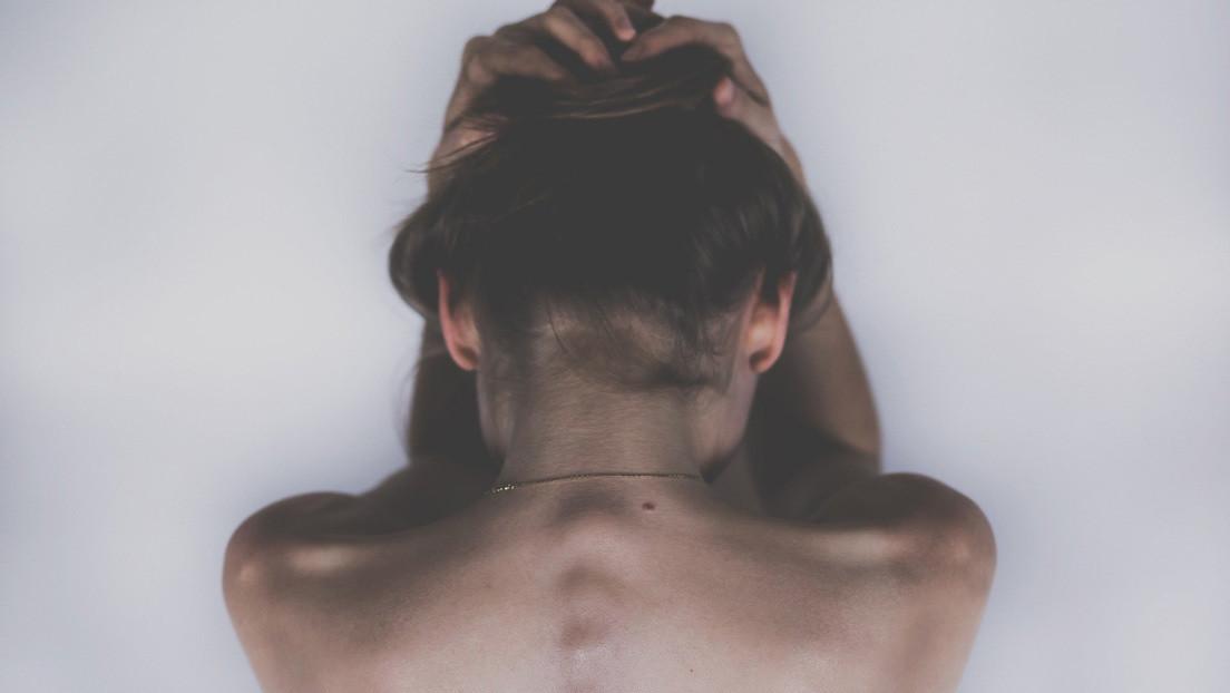 Una mujer logra escapar del hombre que la violó, golpeó y mantuvo encerrada por más de 30 años (y descubren a otras dos víctimas)