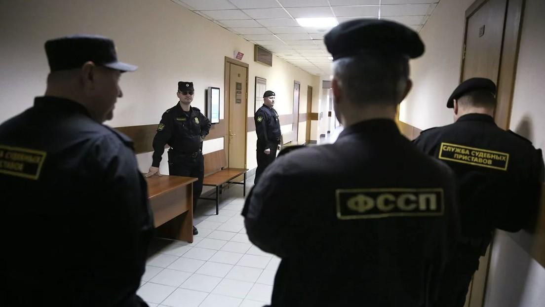 Un exfuncionario ruso acusado de extorsión se suicida de un tiro en la sala del juzgado