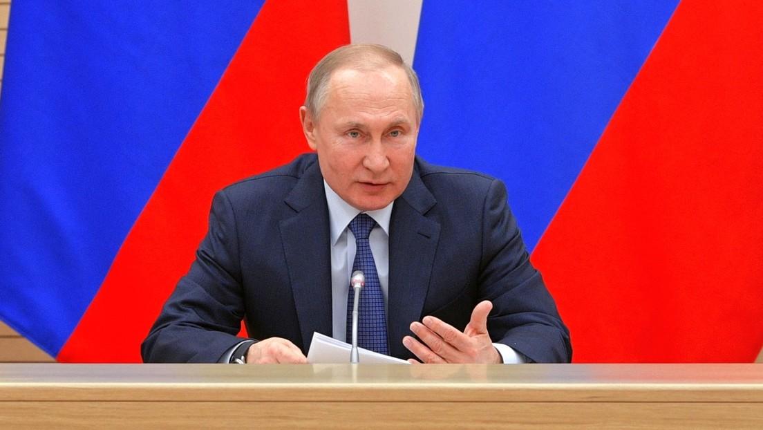 Putin asegura que en Rusia no serán sustituidos los conceptos de padre y madre por los de 'progenitor 1' y 'progenitor 2' (VIDEO)