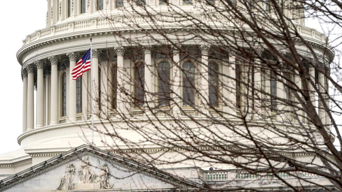 El Senado de EE.UU. aprueba la resolución que limita la capacidad de Trump para emprender acciones militares contra Irán