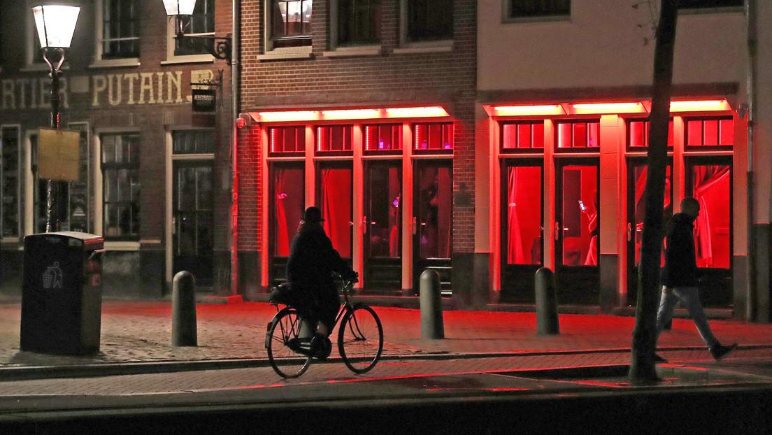 Ámsterdam prohíbe las excursiones guiadas por el Barrio Rojo y estudia vetar la venta de cannabis a los turistas