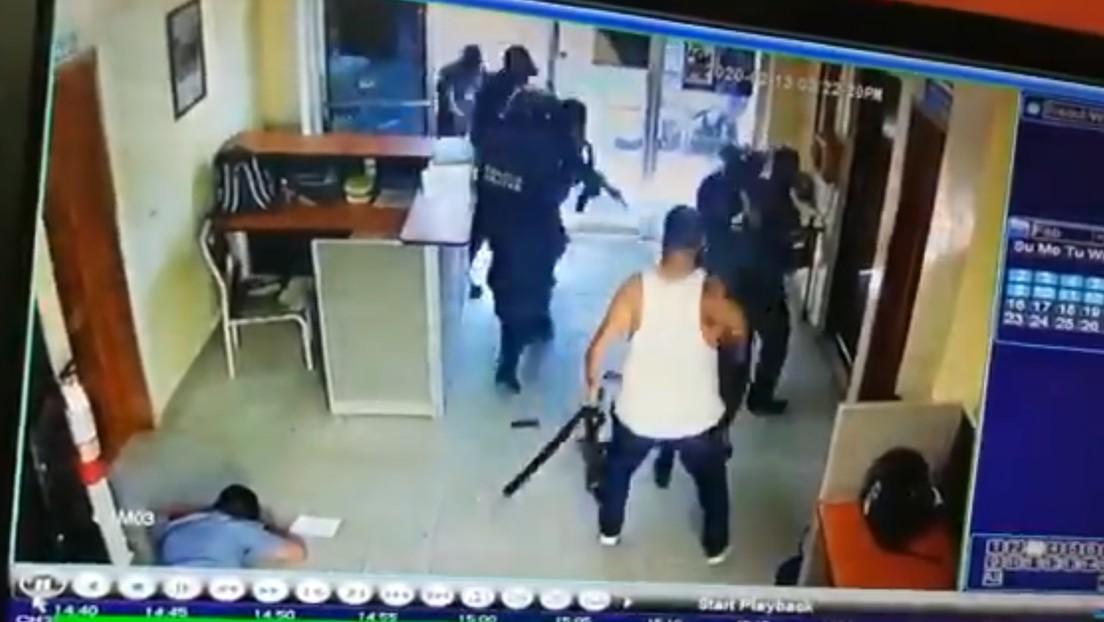 Pandilleros matan a policías para rescatar a un sicario