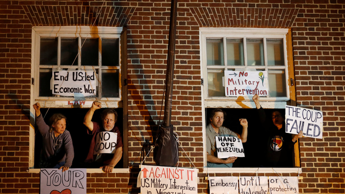 Declaran nulo el juicio contra los activistas estadounidenses que protegieron la embajada de Venezuela en Washington
