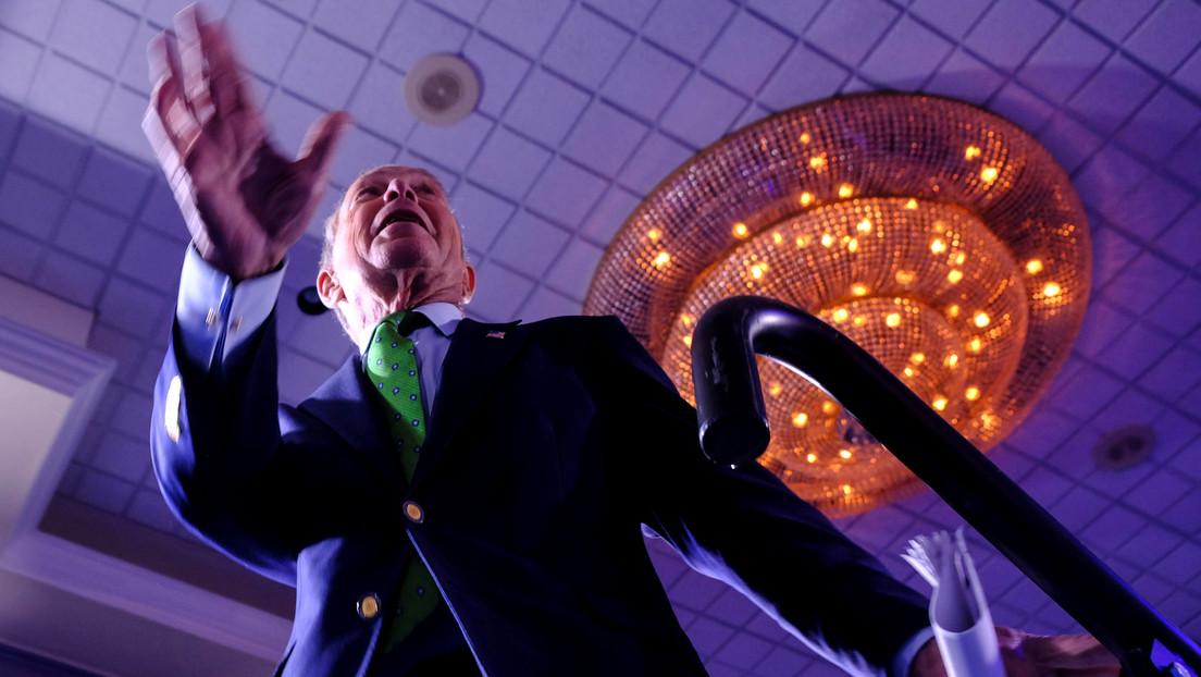El precandidato presidencial Bloomberg encarga una campaña de memes sobre sí mismo a los promotores del fracasado festival Fyre