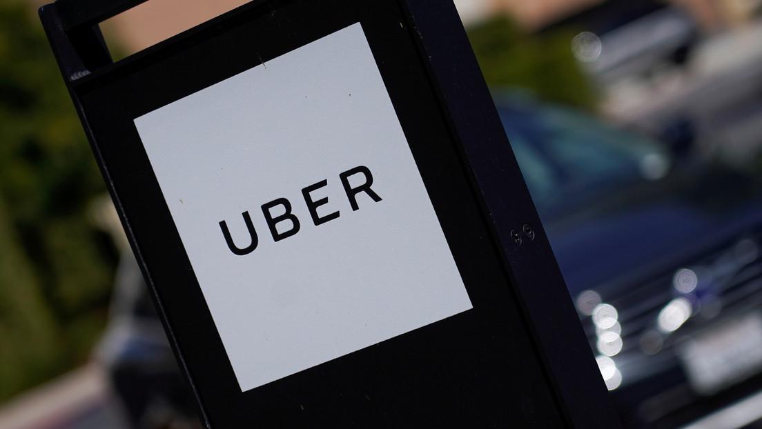 VIDEO: Un conductor de Uber empieza una persecución sin dejar salir a sus pasajeros y estos la transmiten en directo