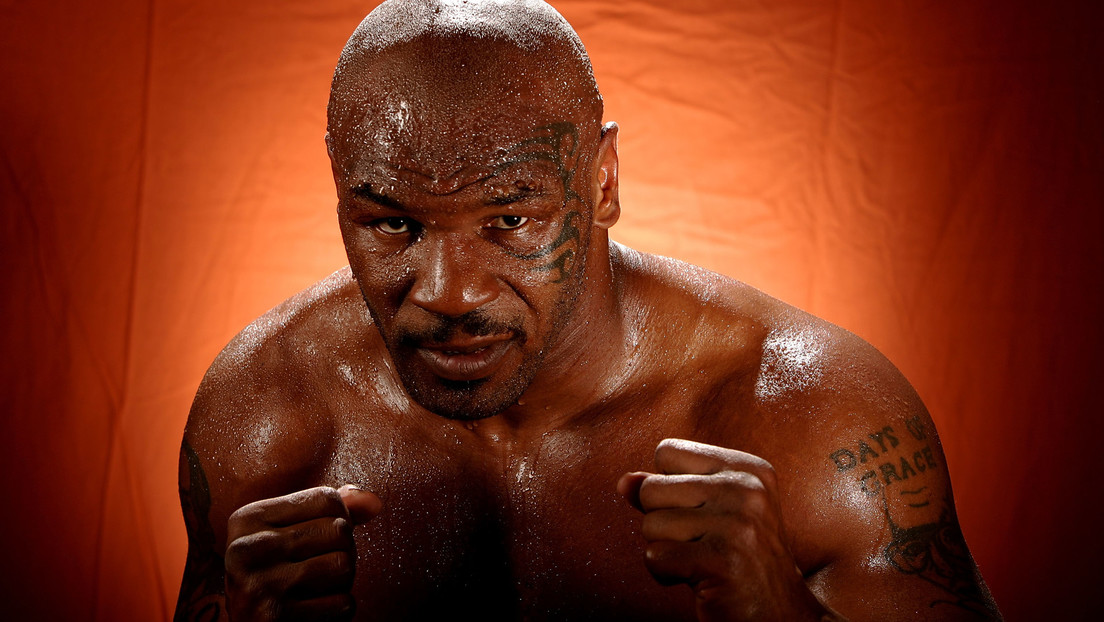 FOTOS: Mike Tyson 'estrangula' a un Tommy Coyle de 10 años en unas fotos de 1999