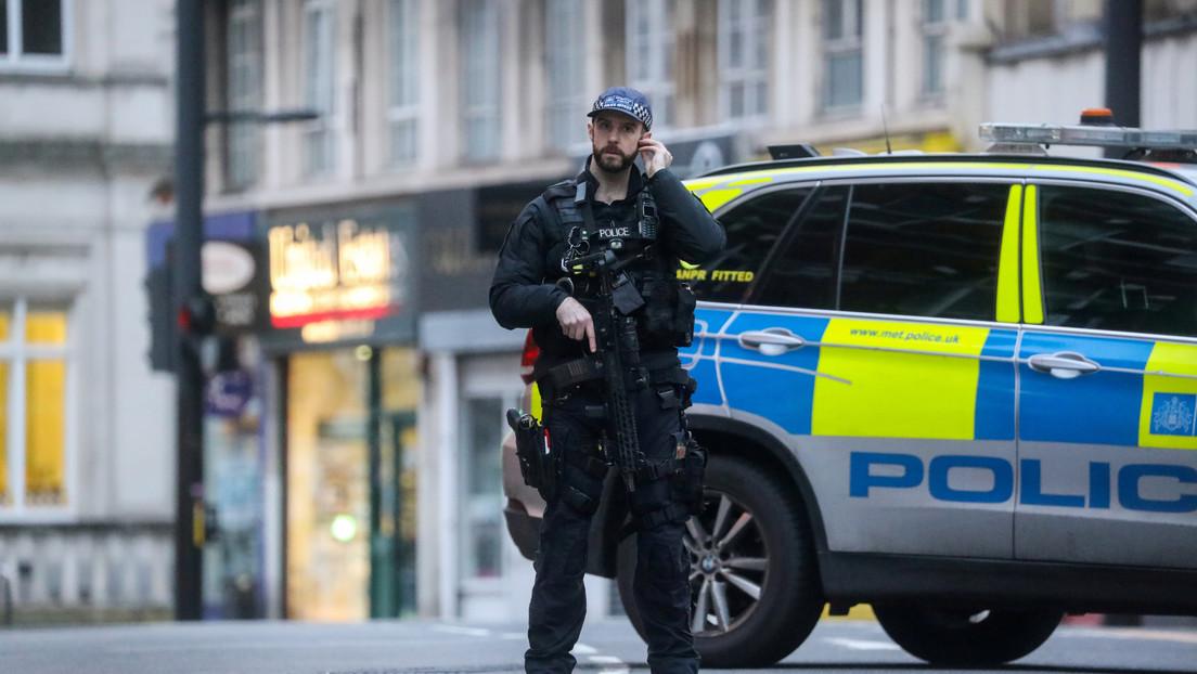 Reportan la evacuación de una estación del metro de Londres por un presunto ataque con cuchillo