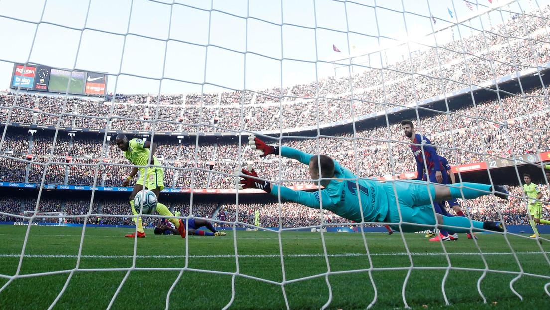 VIDEO: El portero del FC Barcelona realiza una increíble maniobra y salva a su equipo del empate en la Liga Española