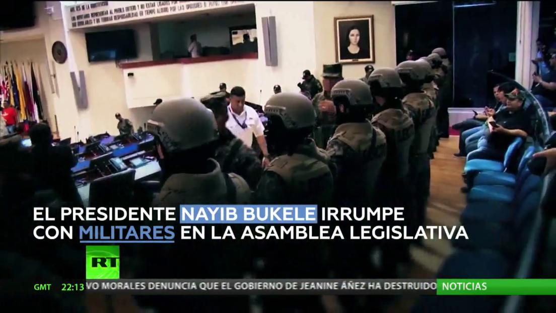 Centenares de partidarios de Bukele se reúnen frente a la Asamblea Legislativa en El Salvador exigiendo la aprobación del préstamo