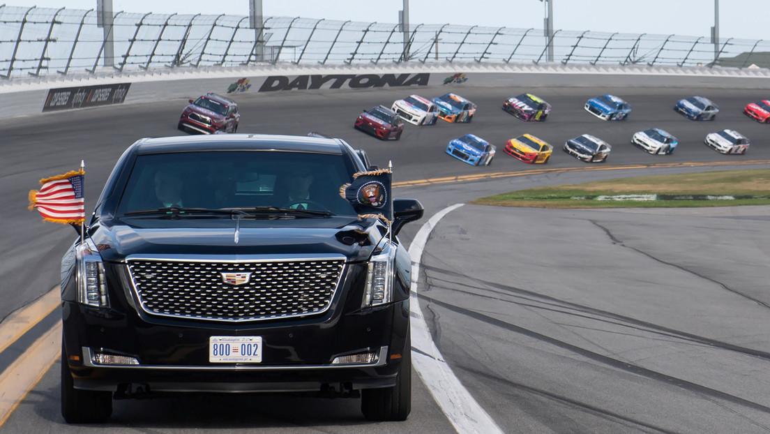 VIDEO: Trump inaugura Daytona 500 dando una vuelta con 'La Bestia' por el circuito