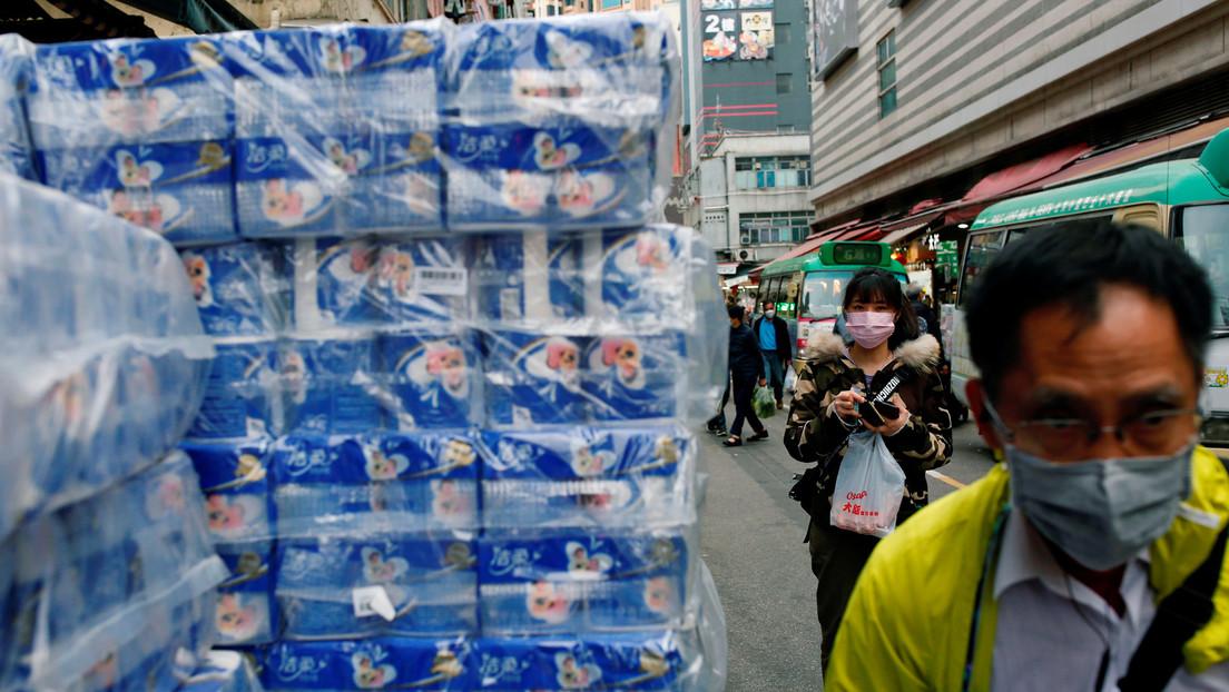 Arrestan a dos hombres en Hong Kong por robar 600 rollos de papel higiénico en medio del miedo a la escasez de productos básicos por el coronavirus