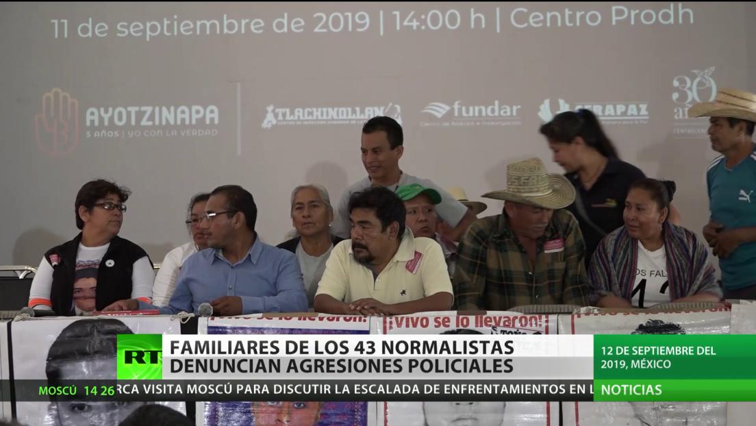 Familiares de los 43 normalistas de Ayotzinapa denuncian agresiones policiales