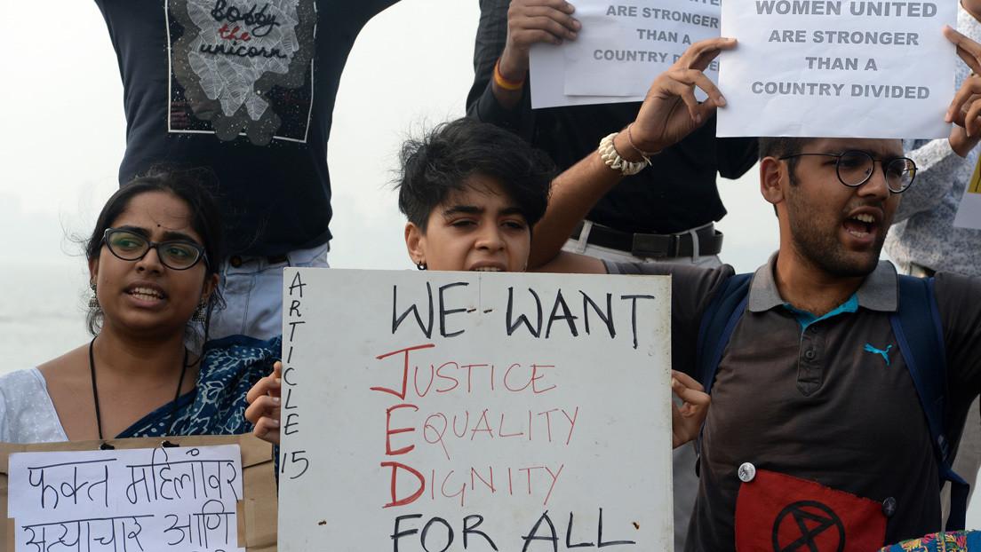 La Justicia de la India fija por tercera vez la fecha de la ejecución de cuatro hombres que violaron y asesinaron a una joven