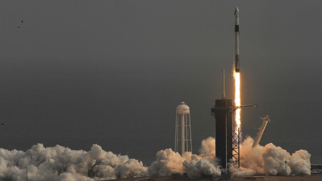 La primera etapa del cohete reutilizable de SpaceX no logra posarse en la plataforma marítima cuando regresaba a Tierra