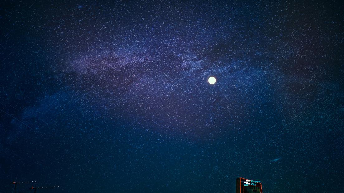 La Luna eclipsa Marte en un inusual espectáculo celeste