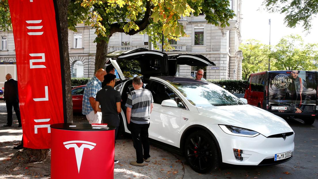 El piloto automático de Tesla salva a varias personas de ser aplastadas por un árbol durante la tormenta Dennis