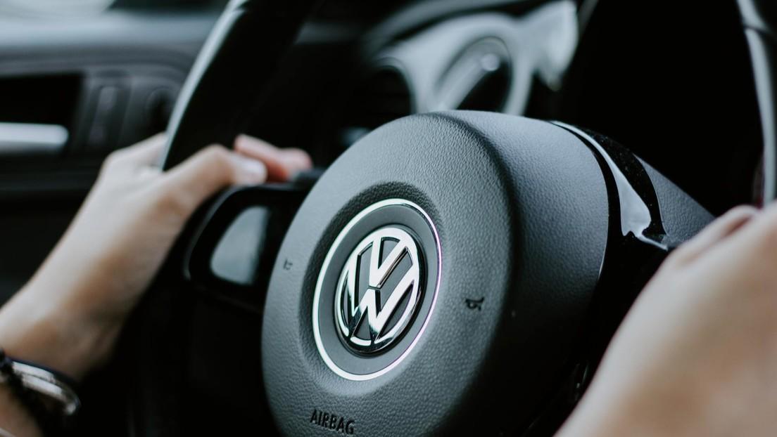 Acusan a Volkswagen de ofrecer solo una gorra y un llavero a los afectados por el 'dieselgate' en España