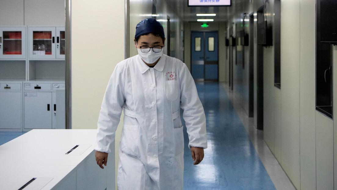 Médicos y enfermeras afeitan sus cabezas para atender a enfermos con el coronavirus (VIDEOS)