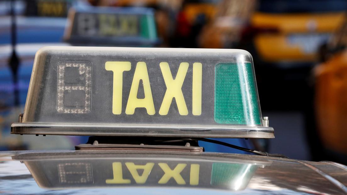 Un taxista y un hincha discuten en la vía y se destrozan los autos mutuamente (VIDEOS)