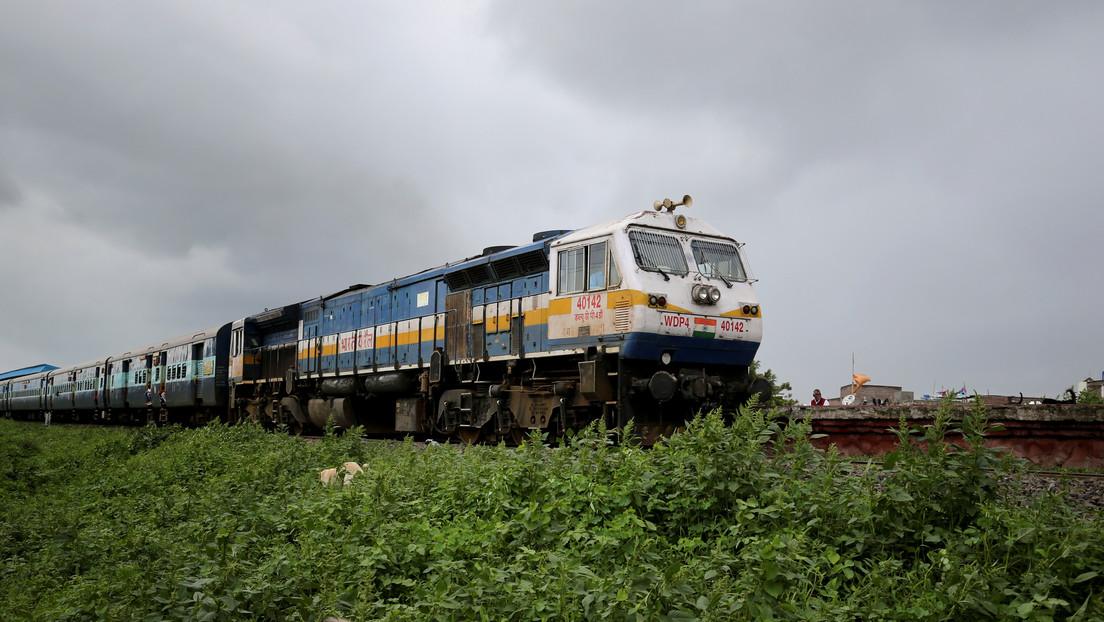 VIDEO: Un hombre cae de un tren en marcha y no es arrollado de milagro