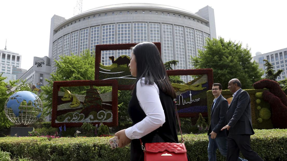 Pekín expulsa a tres periodistas de The Wall Street Journal por un artículo titulado 'China, el verdadero enfermo de Asia'