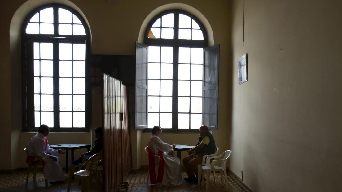 """""""Uno cuando se enamora no tiene calendario"""": acusan a un cura colombiano de abusar de una niña durante años hasta dejarla embarazada"""