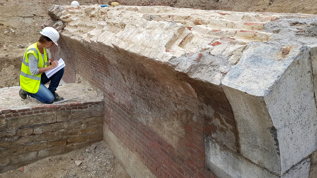Descubren paredes elaboradas con calaveras y huesos de piernas humanas en Bélgica