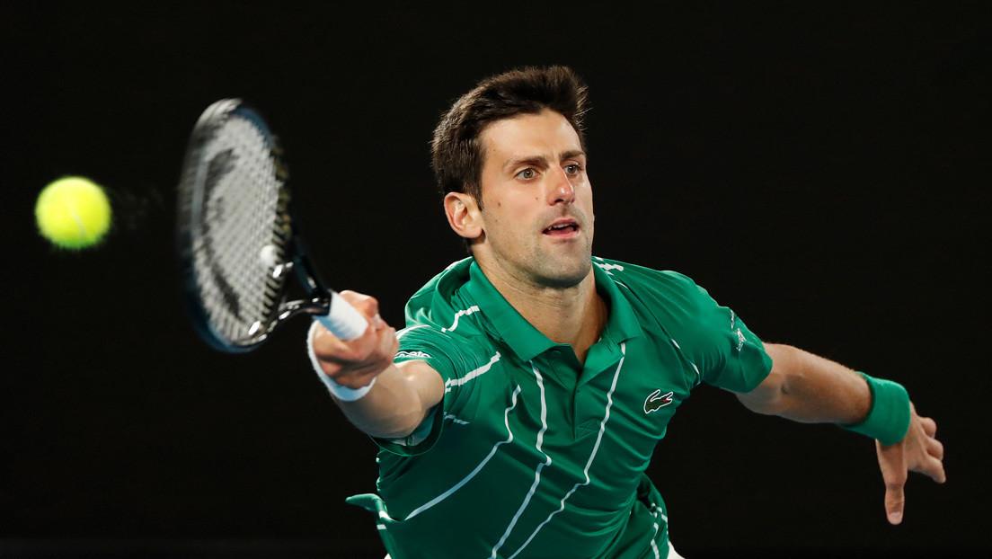 VIDEO: Novak Djokovic se une a unos jóvenes que jugaban al tenis en una calle de Belgrado