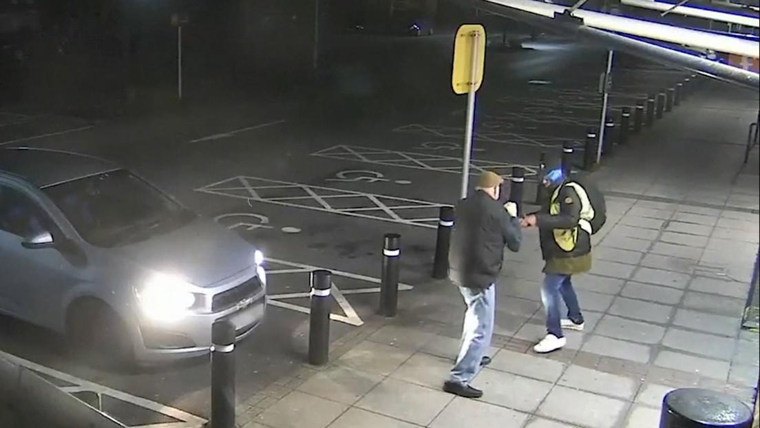 VIDEO: Un anciano de 77 años repele a puñetazos el ataque de un ladrón